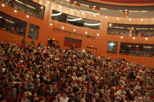Grand th tre de provence waaw for Theatre salon de provence